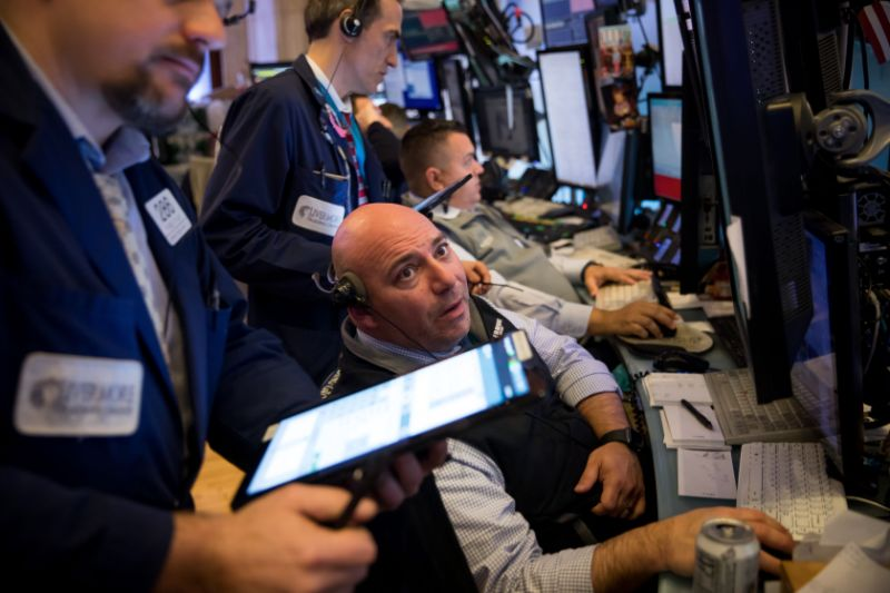 NEW YORK, March 5, 2020 -- Traders work at New York Stock Exchange in New York, the United States, on March 5, 2020. U.S. stocks plunged in choppy trading on Thursday. The Dow Jones Industrial Average dropped 969.58 points, or 3.58 percent, to 26,121.28. The S&P 500 fell 106.18 points, or 3.39 percent, to 3,023.94. The Nasdaq Composite Index erased 279.49 points, or 3.10 percent, to 8,738.60. (Photo by Michael Nagle/Xinhua via Getty) (Xinhua/Michael Nagle via Getty Images)